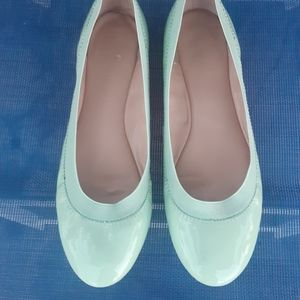 Banana Republic mint green patent ballet flat